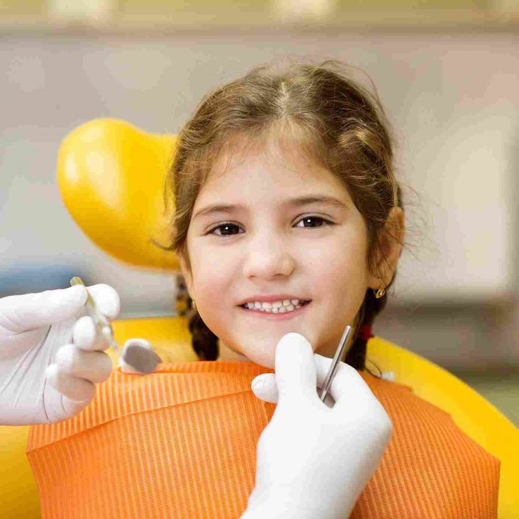 devojcica kod zubara